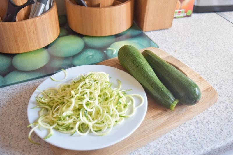 Making Courgette Spaghetti with A Spirilizer